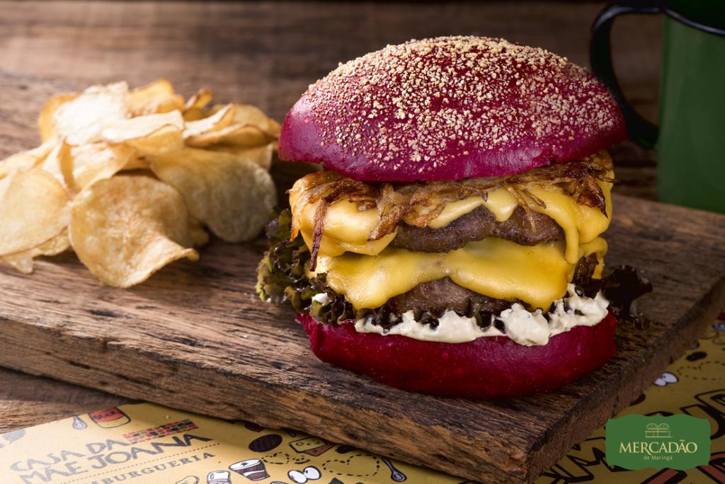 Na imagem, o hamburger Hold The Door da Casa da Mãe Joana para a segunda edição do Mercadão Week.