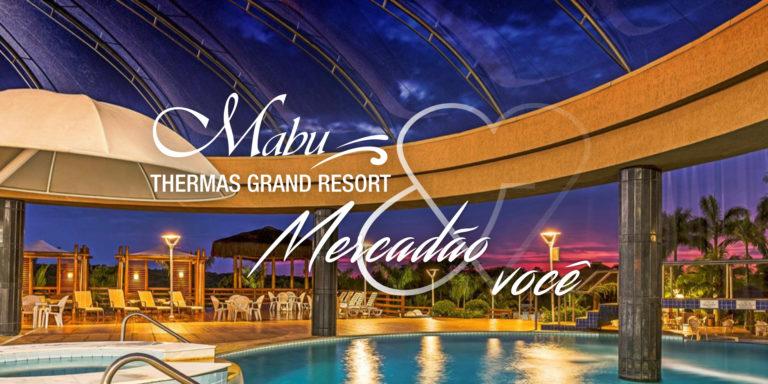 Há o parque termal do resort Mabu Thermas Grand Resort. Está escrito Mabu Thermas Grand Resort, Mercadão e você.